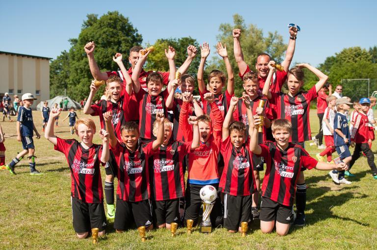 L'équipe de D-Youth remporte le tournoi international de football - photo d'équipe