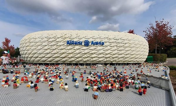 Combina il viaggio di squadra a Legoland con un torneo di calcio giovanile