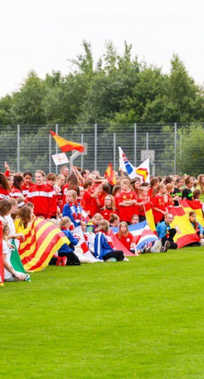 Cerimonia di apertura con l'onda laola al torneo internazionale di calcio