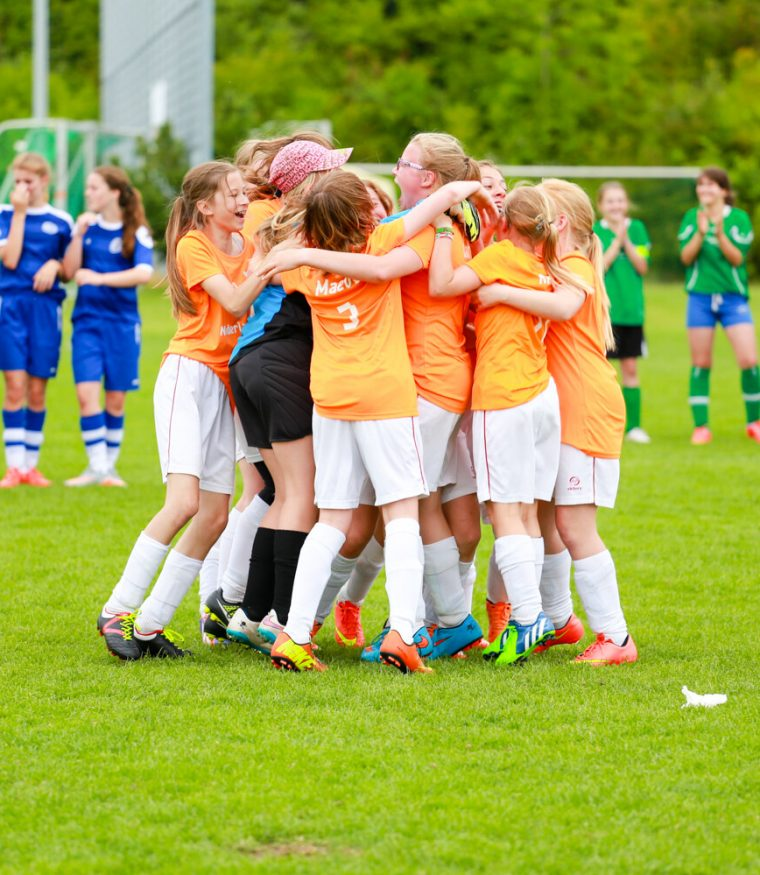 Tournois internationaux de football pour les jeunes filles, les pom-pom girls